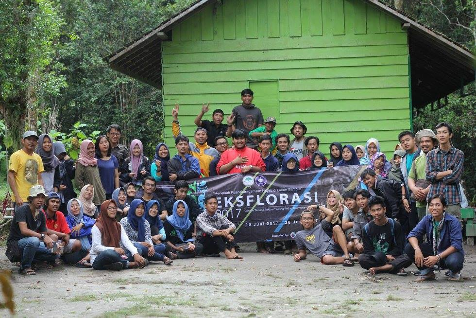 Orangutan Foundation hosted 53 visiting Indonesian silviculture students from Bogor Agricultural University in June.. Image© Orangutan Foundation.