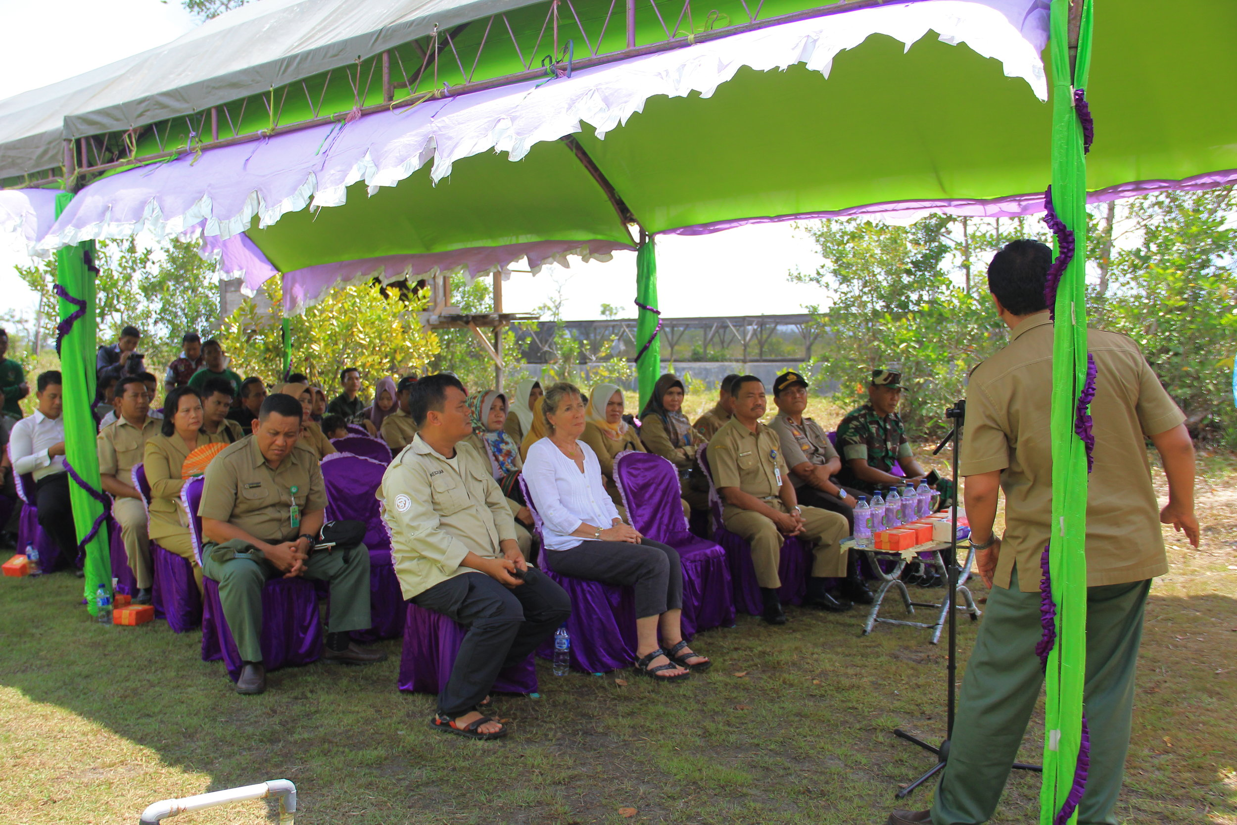 Tree planting ceremony, with speeches. Image© Orangutan Foundation.