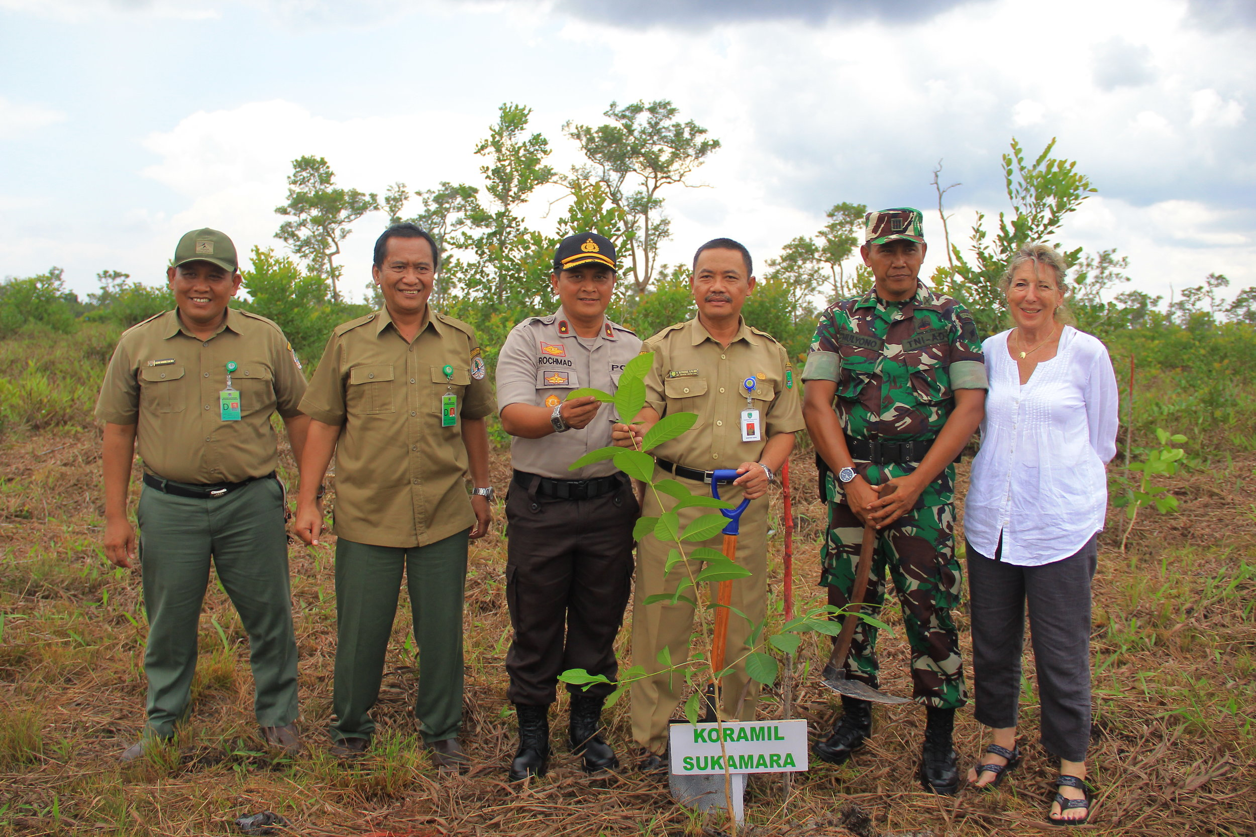 OF Director Ashley Leiman OBE with Pak Adib, new head of BKSDA, and government officials from Sukamara. Image© Orangutan Foundation.