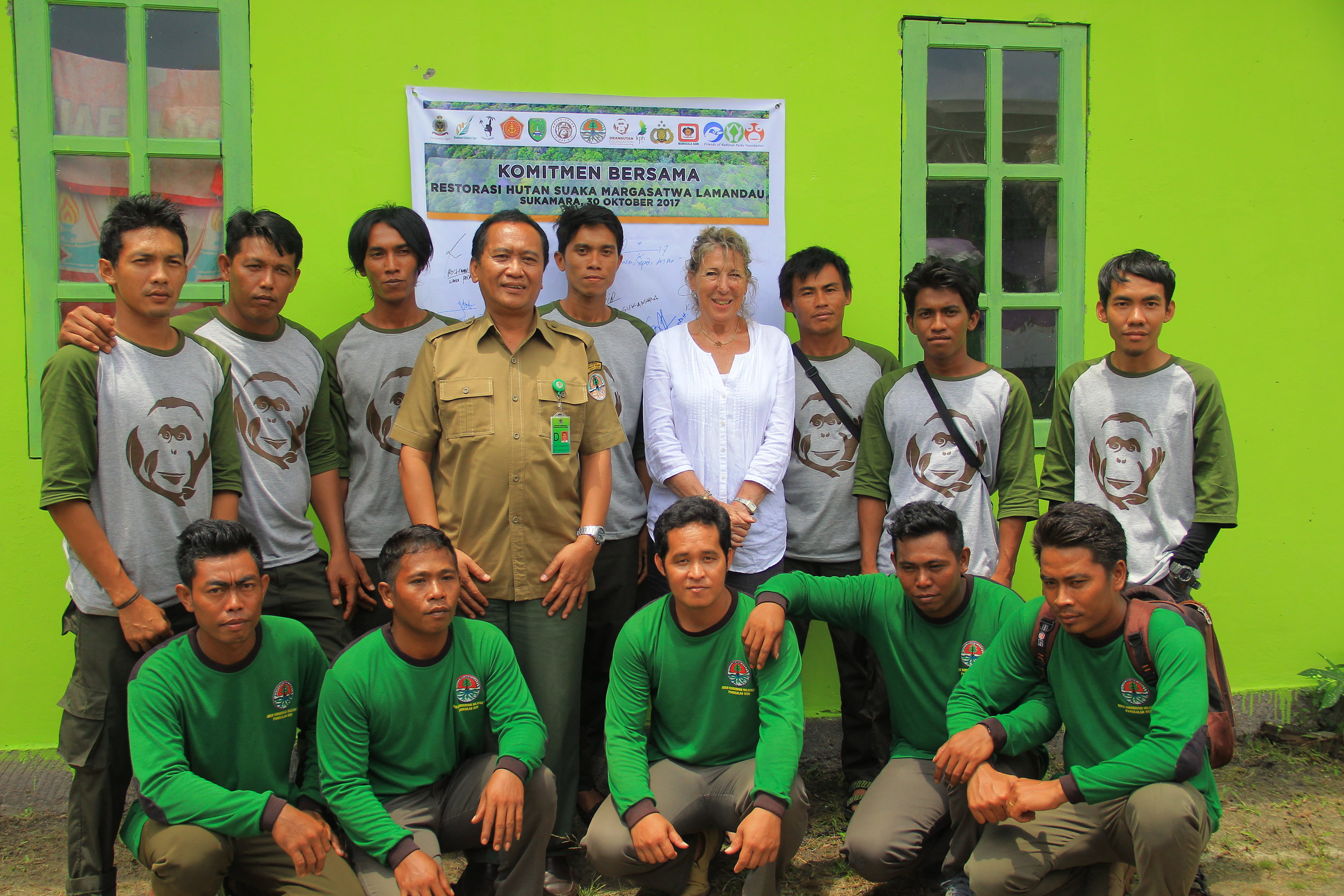 OF Director Ashley Leiman OBE together with BKSDA and Orangutan Foundation guard post staff. Image© Orangutan Foundation.