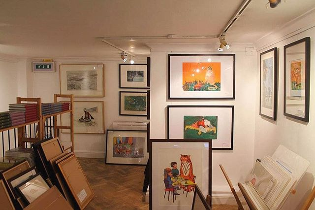 Sad to have discovered yet another hidden London gem no longer exists owing to rising rents. The Illustration Cupboard was a very special three floor art gallery in St James's exhibiting contemporary illustrators artwork from around the world, including original work by Maurice Sendak (Where the Wild Things Are), Shaun Tan (The Lost Thing) and Dick Bruna (Miffy) It also stocked tons of magical children's books (old and new). #lostlondon #hiddenlondon #gem #bookutopia #books #illustration #paint #elmo #wherethewildthingsare #gallery #thisislondon #fadinglondon #drawings #imagaination #cupboard #hiddenlondon #mysecretlondon #stjames #art #magic #illustrationcupboard #bookshop