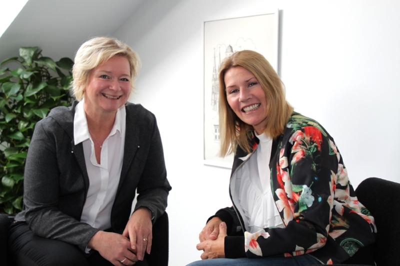 Grundarna Anna-Klara Larsson och Caroline Spännar