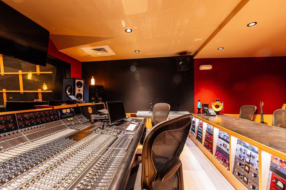RedAmpAudio-Interiors-3_10.6MB..jpg