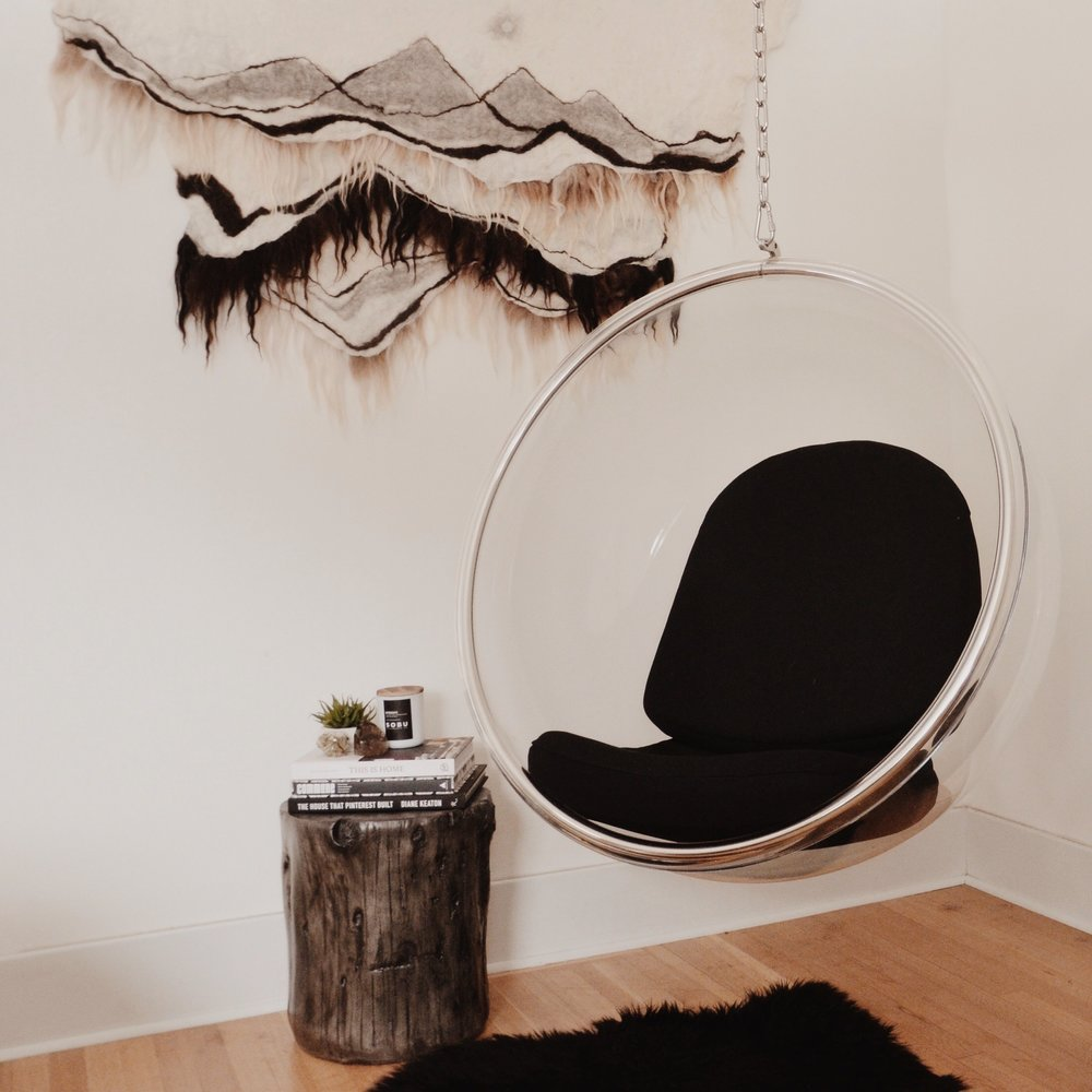 acrylic bubble chair and tree stump side table - Overstock