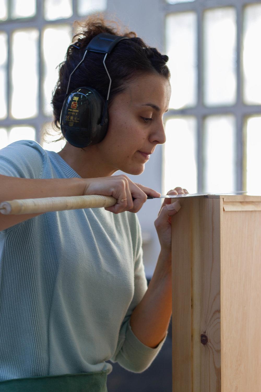 mujer carpinteria