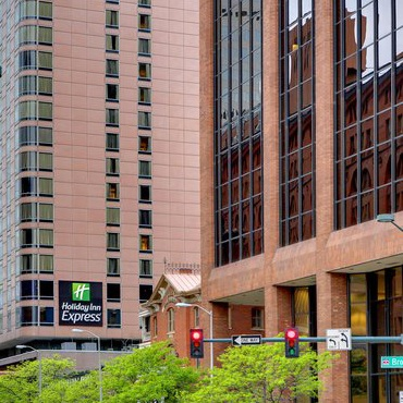 HOLIDAY INN EXPRESS DENVER DOWNTOWN -