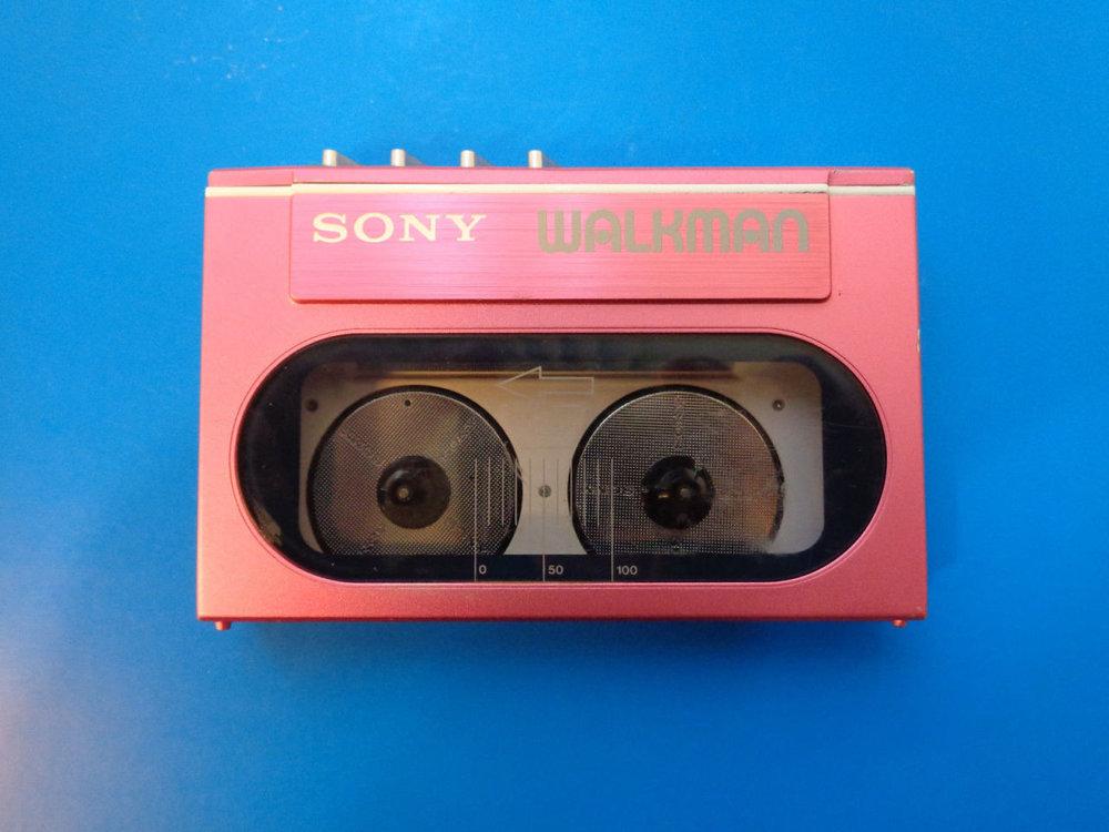SOURCE:  https://cassetteplayers.tumblr.com/post/111975508935/sony-wm-20-cassette-player-walkman-pink-for