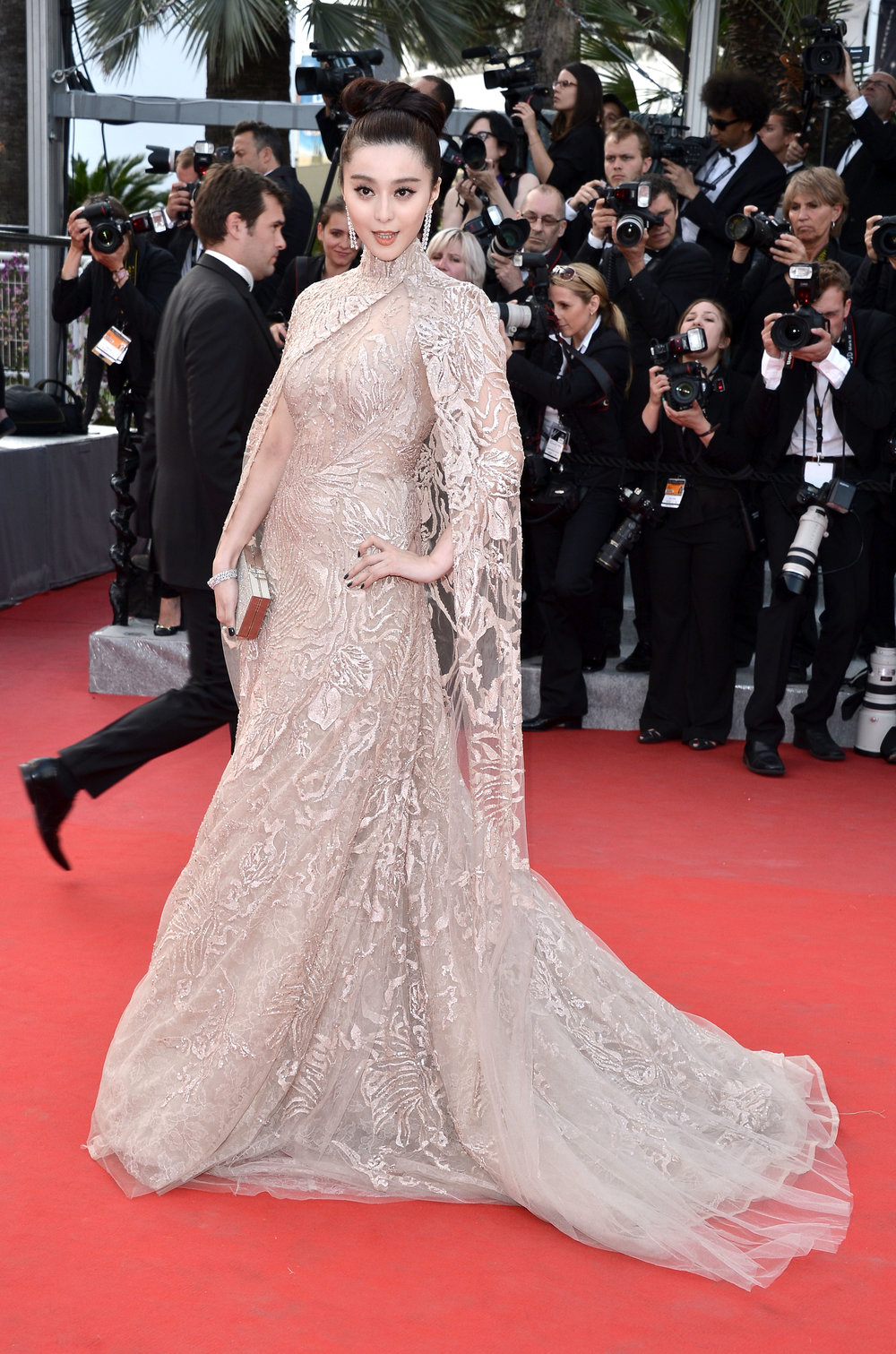 SOURCE:  https://www.wmagazine.com/gallery/fan-bingbing-queen-of-the-red-carpet/all
