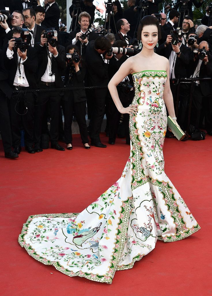 SOURCE:  http://www.helloasia.com.au/features/10-iconic-photos-of-fan-bingbing-that-caught-the-worlds-attention/