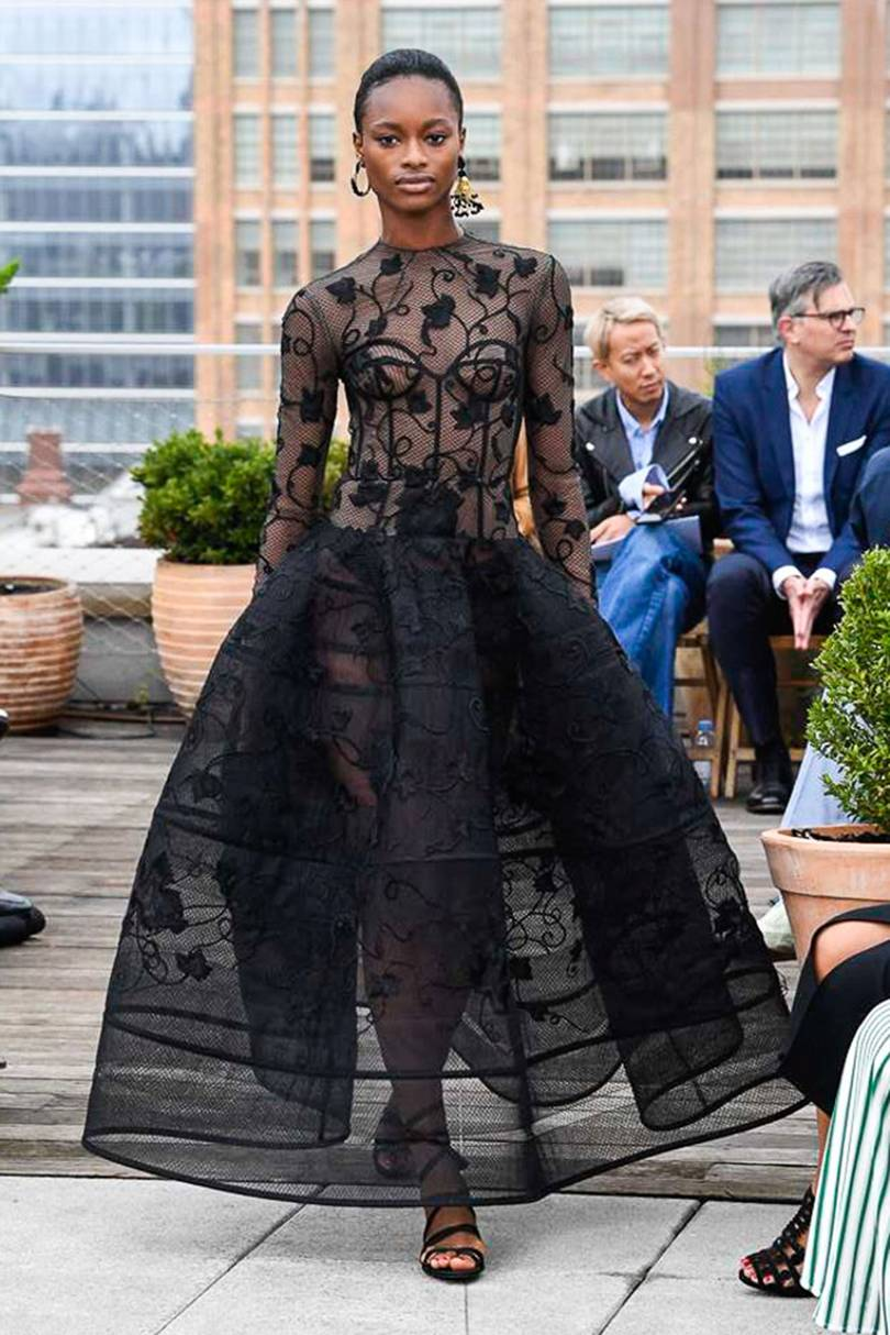 4. oscar de la renta - This is just one of the many show-stopping dresses that made it's debut on the ODLR runway. Full skirts and structured bodices are definitely having a moment.