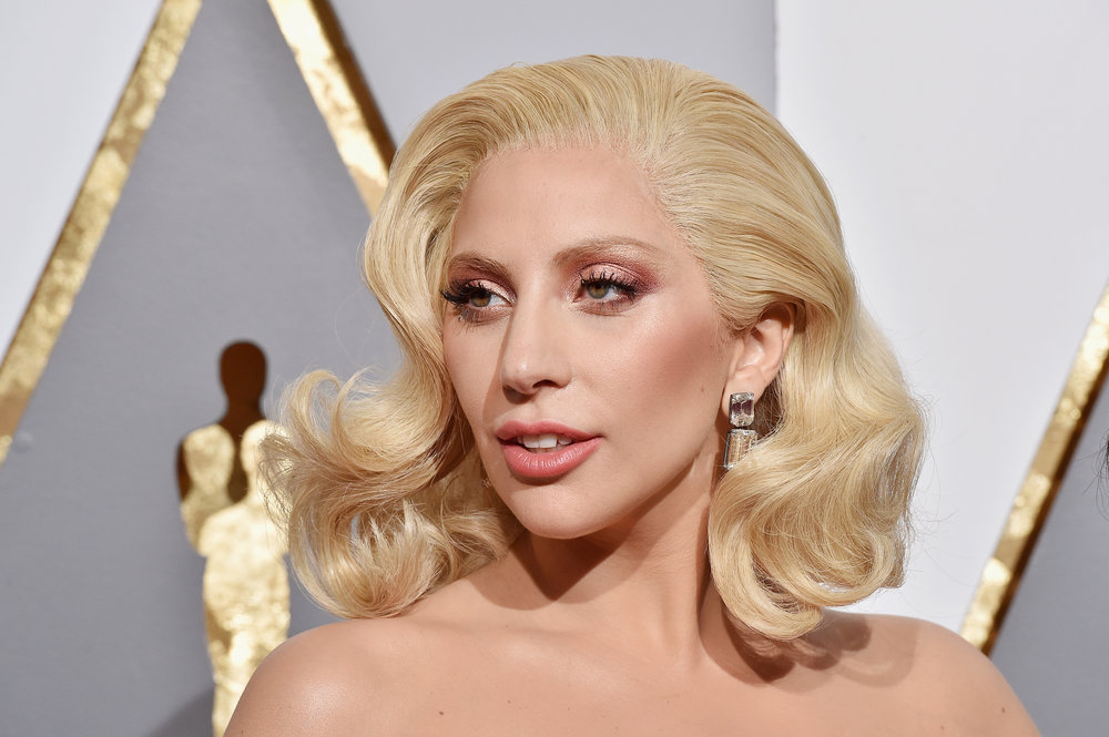SOURCE:  http://stylecaster.com/lady-gaga-no-makeup/