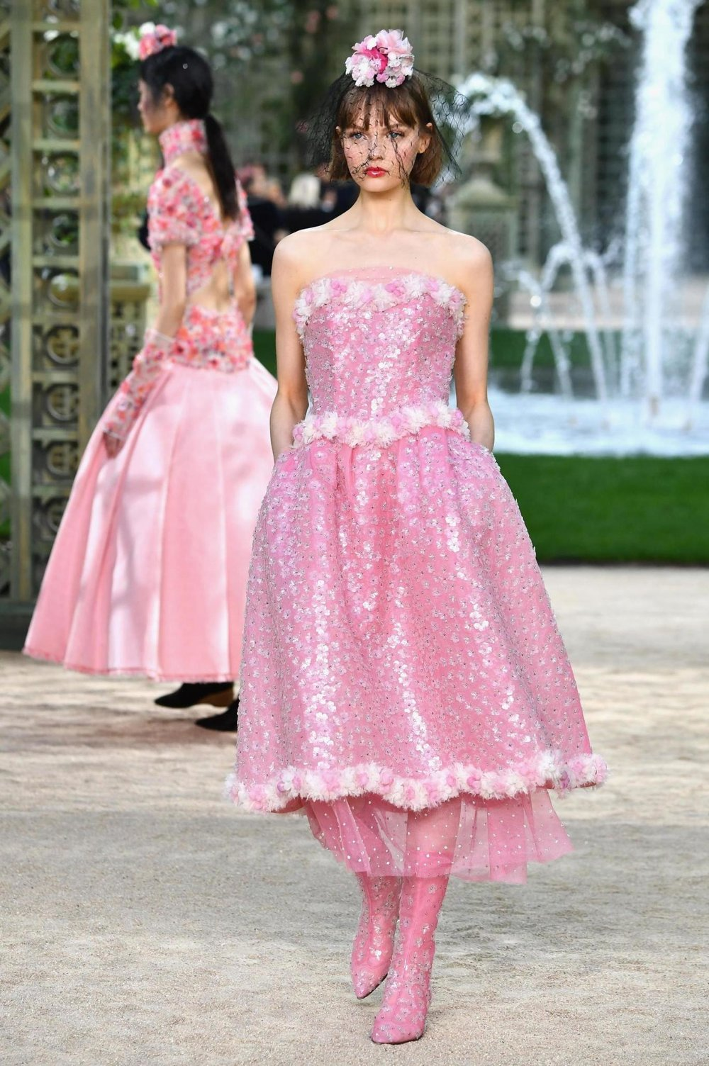 Chanel SS18 Haute Couture Paris show SOURCE:  http://www.vogue.co.uk/shows/spring-summer-2018-ready-to-wear/chanel/collection