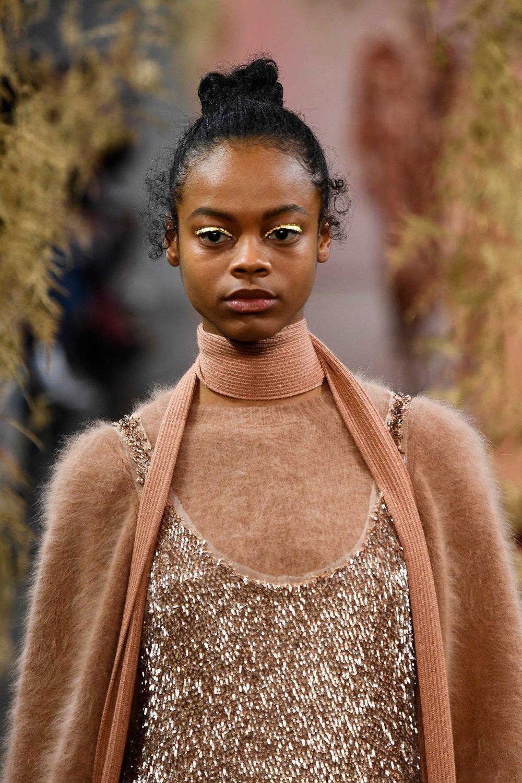 SOURCE:  https://www.vogue.com/article/new-york-fashion-week-fall-2018-best-beauty-moments-of-the-weekend-alexander-wang-tom-ford-telfar