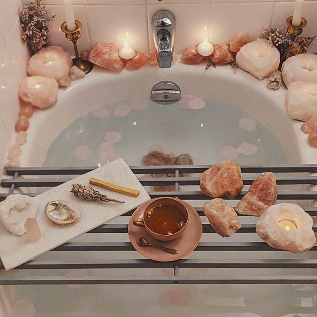 """There must be quite a few things a hot bath won't cure, but I don't know many of them."" ~ Sylvia Plath 🛀 Sunday's are for soakin. We love this self love rose quartz bath! Our potions are infused with rose quartz gemstone essence, for your daily dose of unconditional love 💕✨ #themagicsinyou . 📸 @therosequartzgoddess"