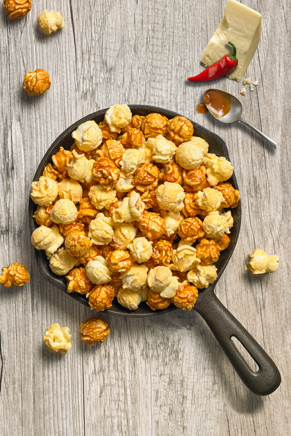 Colorado Mix - NET WT 6 OZ (170g)Our best-selling Caramel popcorn is gently mixed with White Cheddar Jalapeno popcorn to create a snack mix that's hard to stop popping into your mouth – our legendary Colorado Mix. It gives you the perfect combination of sweet, cheese and spice in every bite.