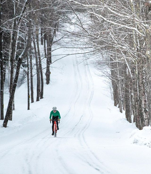 We're all grinding through the winter and sometimes it's hard to think about the season ahead. It's time to snap out of it because there are some important dates coming up! On February 1st both the @therangervt and @rasgravel registration opens. On February 3rd at 10am @vermontoverland VOMAR registration opens as well. All three of these rides are awesome and we highly recommend them. For more info, check out our VTDirt Events page. Cheers 🍻!!! #VTDirt #Vermont #cycling #gravel #whereiride #roadslikethese #ridegravel #gravelbike #cyclinglife #fit #lifestyle #VT #Vermonting #Vermontlife #bikes #rideyourbike #wandermore