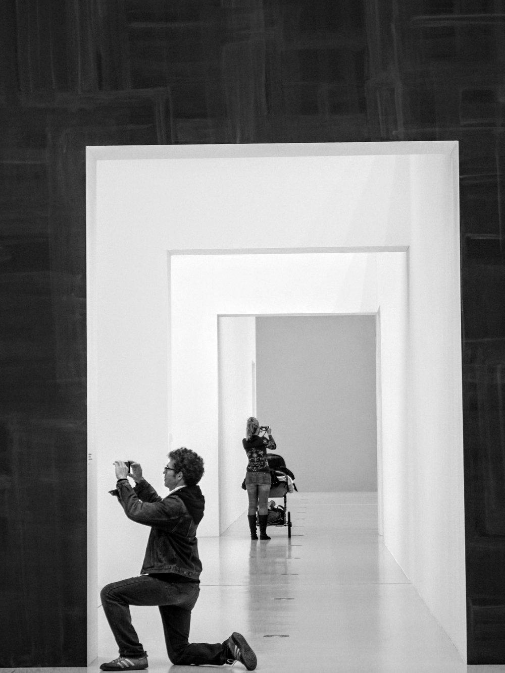 Notre histoire - Amateur d'art, Christian Beckendorf parcourt les musées du monde entier. Il accumule les applications de musées et photographie les œuvres qui l'interpellent : les prises de vue sont souvent de mauvaise qualité, les informations manquent et les photos s'égarent dans son smartphone…Passionné par les nouvelles technologies, Emmanuel Viard s'aperçoit rapidement des limites des applications proposées par les musées : développements longs et coûteux, applications peu ergonomiques et personnalisables, utilisées durant la visite puis oubliées dans le téléphone.Ensemble, ils ont créé Léonart, la solution numérique de médiation qui accompagne l'utilisateur dans toutes ses visites, sauvegarde son historique artistique et ses œuvres favorites.