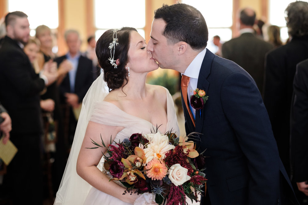 first kiss at milwaukee wedding at pabst best place