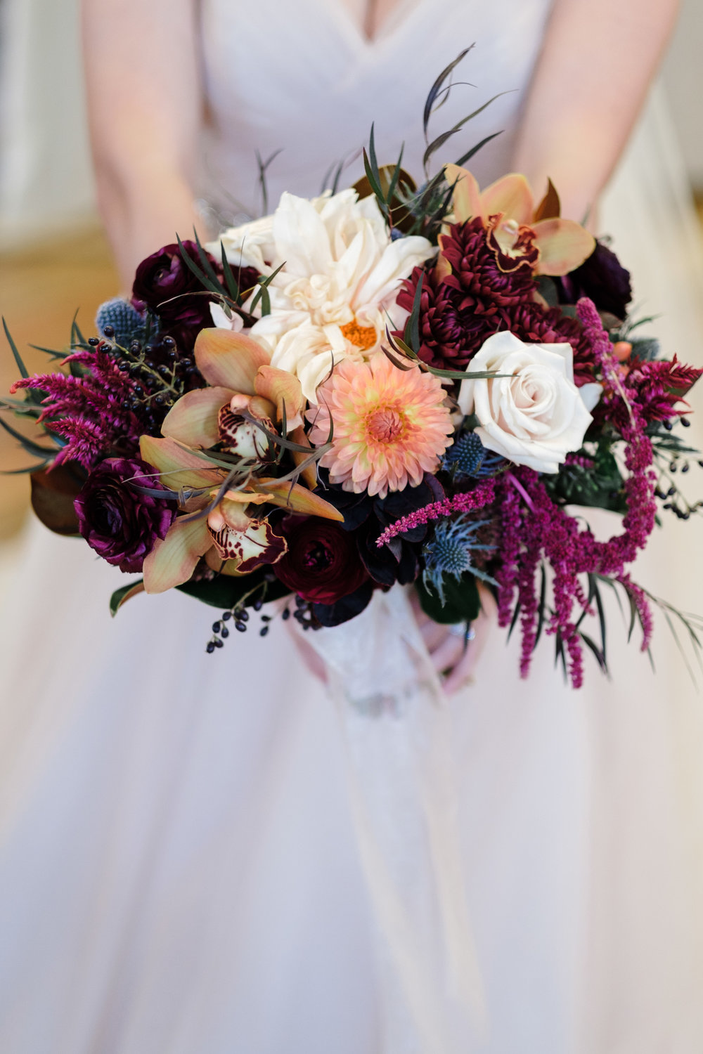 Maroon, orange and white bridal florals with mint greens for fall milwaukee wedding by rockford wedding photographer