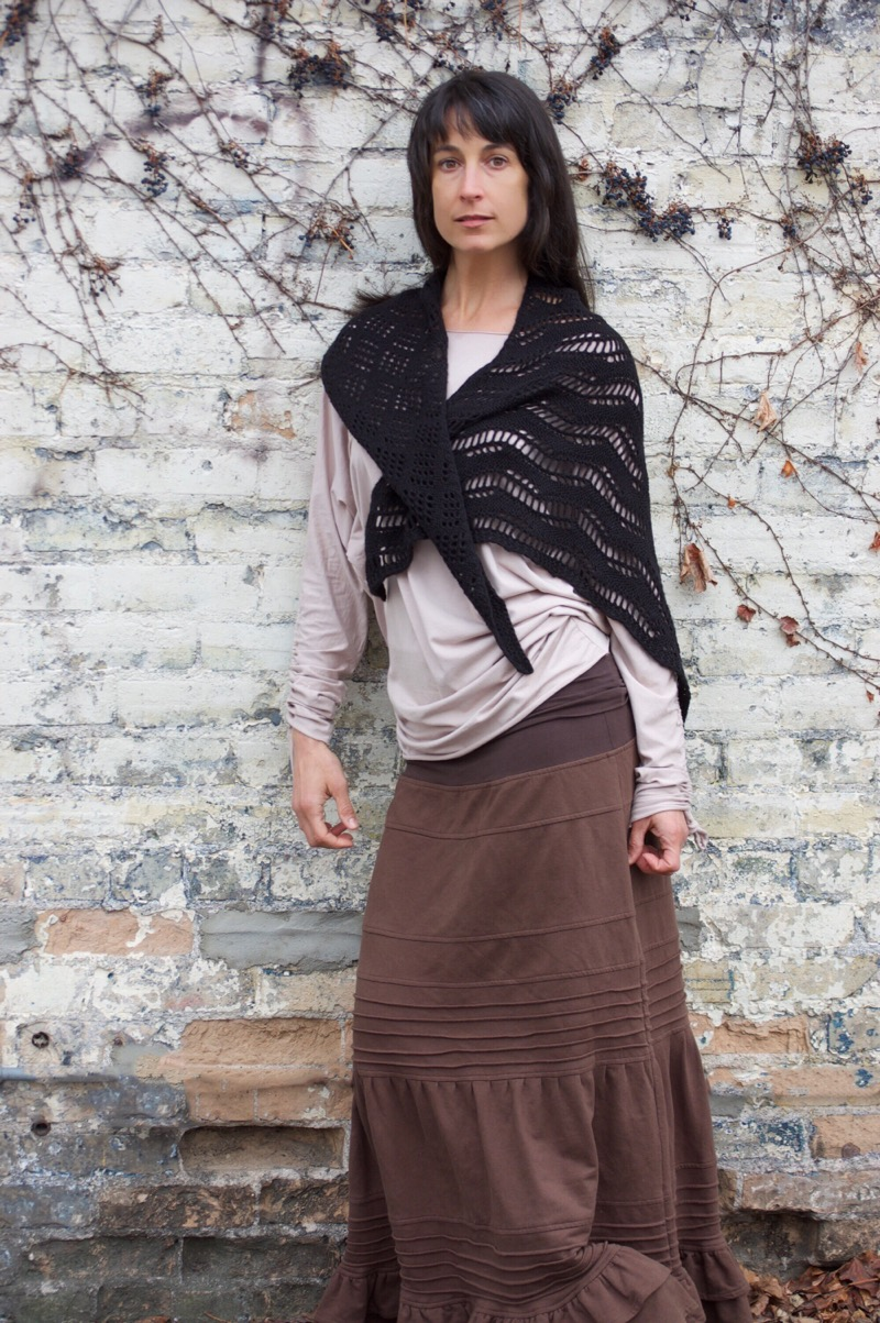 Ondularsi - by Heatehr ZoppettiOndularsi is a gorgeous asymmetrical shawl that can be knit in one or two colors.