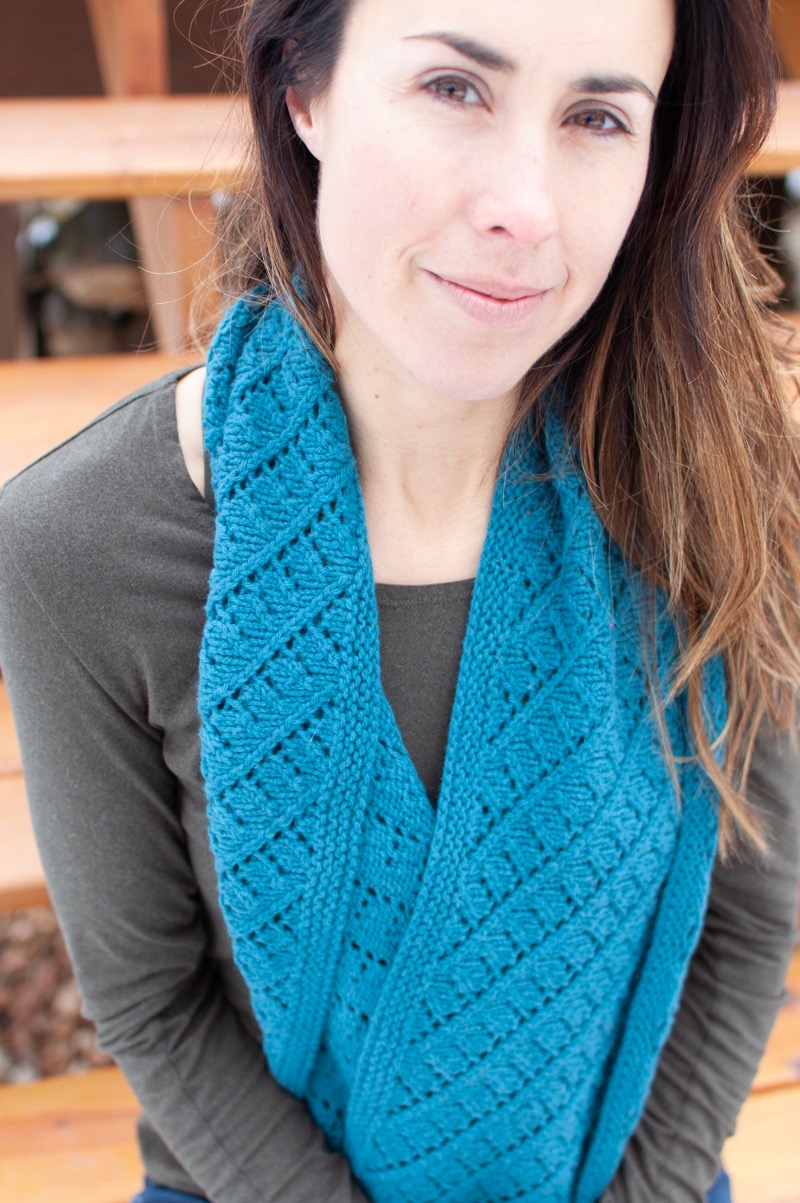 Volute - by Heather ZoppettiThe Volute Cowl is a simple yet elegant cowl that can be knit with one skein of Harmony for a lovely neck warmer, or two skeins of Embrace to make a generous doubled cowl.