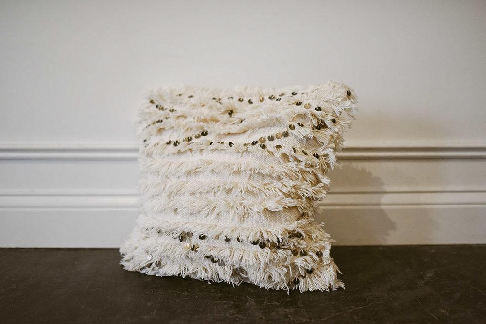 Melia pillow