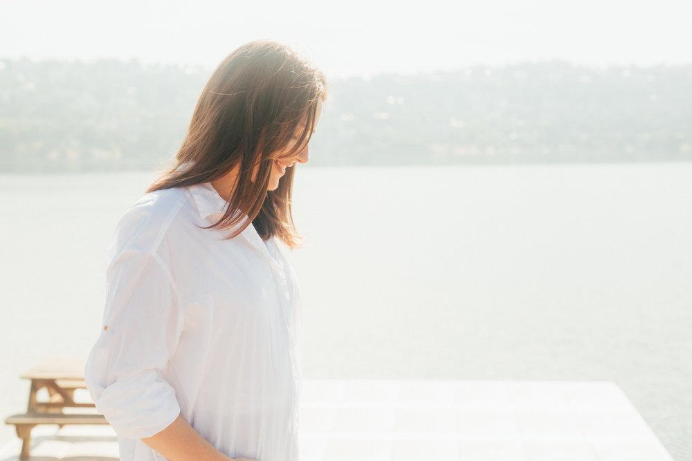 Mona er trebarnsmamma, osteopat, fysioterapeut, personlig trener og coach med en glødende interesse for kvinnehelse.  Fascinert over kvinnekroppens livslange reise, påvirket av gener, hormoner, miljø og valg man tar. I denne kontinuerlige utviklingsprosessen vil hun inspirere deg til å ta valg som kan endre livet ditt.