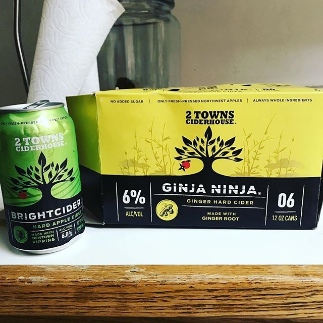 Found a mismatch in this 6 pack, is this a golden ticket situation @2townscider ?? #yum . . . #cider #drinks #napavalley #cidery #california
