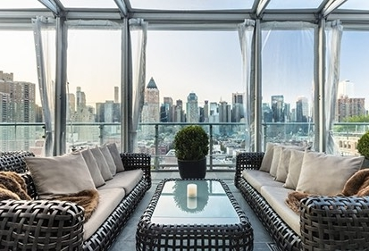 MILLION DOLLAR MANHATTAN VIEWS - When you are in search of the best views of Manhattan, in Manhattan, it's hard to beat the Press Lounge . .