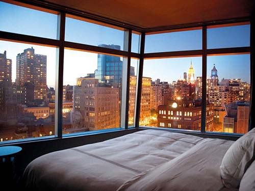 """""""Bed and linens were very comfy. The staff are friendly and helpful. Location can't be beat"""" - - Booking.com"""
