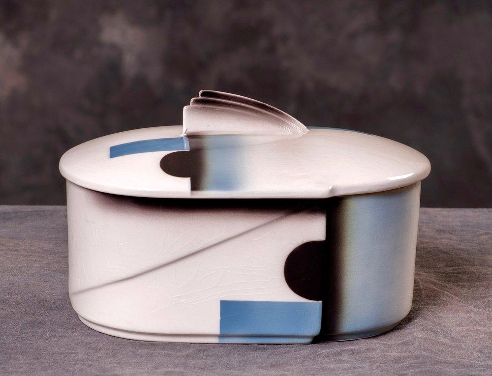 #11 Container, form 504, dec.8542, Annaburg – Untucht, ca.1932. Red mfr.; Blind 504/11; 7.5 cm H, 17.5 cm L, 11.5 cm W. RM641