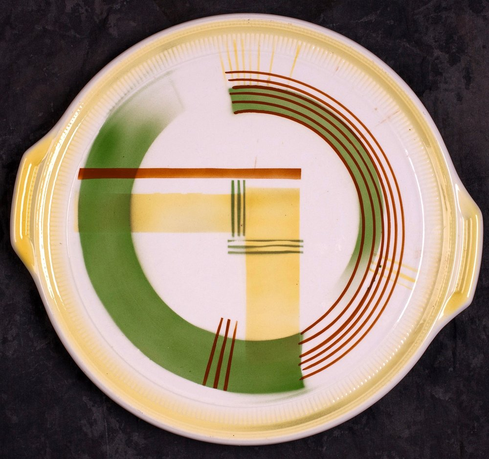 #42 Platter, dec.4086, Thomsberger & Hermann, Colditz, ca.1930. Black mfr., 4086; 3 cm H, 31 cm top, 23 cm base Ø. RM2708