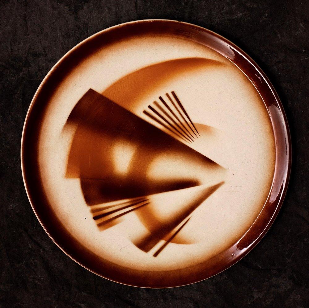 #53 Platter, form 7, dec.5942, Colditz, ca.1930. Black 5942; 1.7 cm H, 30 cm top, 25.5 cm base Ø. RM1480