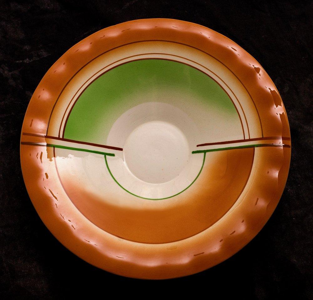 #110 Bowl, Schwandorf, ca.1930. Black mfr.; 6.2 cm H, 30.5 cm Ø. RM2739