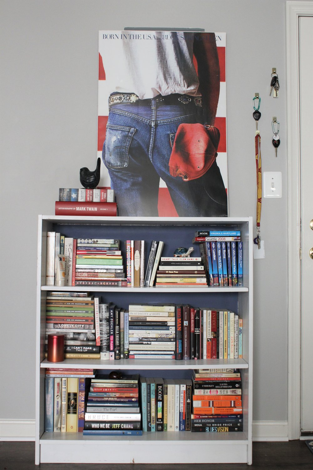 home decor bookshelf stying front entry.JPG