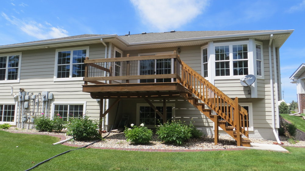 Deck-with-Stairs.jpg
