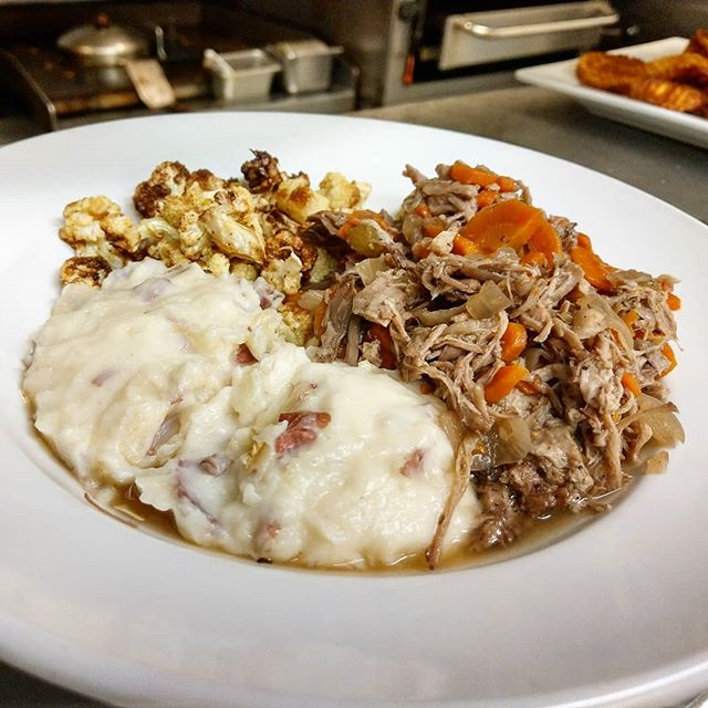 #comfortfood #doneright #pork #potroast #nomnom #homemade #yummy #yumyum #local #eatfresh #eatlocal #getinmybelly #dinner #cauliflower #instayum #instagood #instafood #food