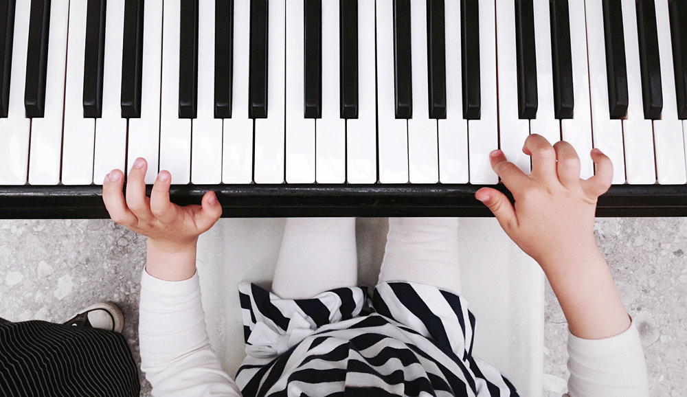 child-playing-piano-PXZBVF6.JPG