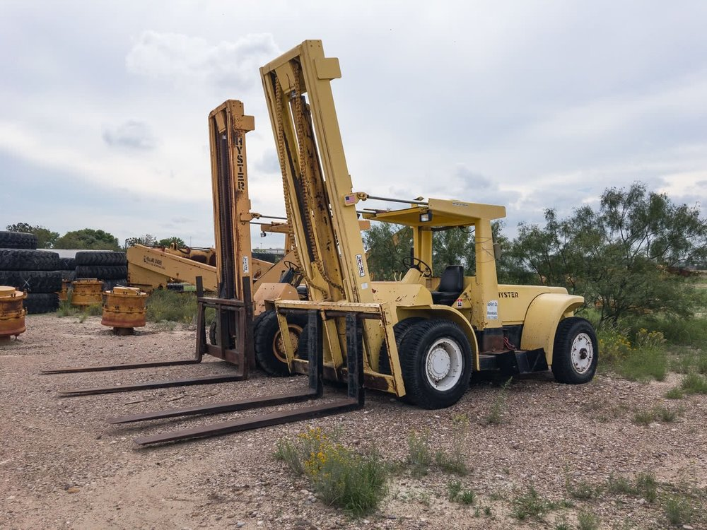 Hyster H275 - Forklift 27,500 lbs