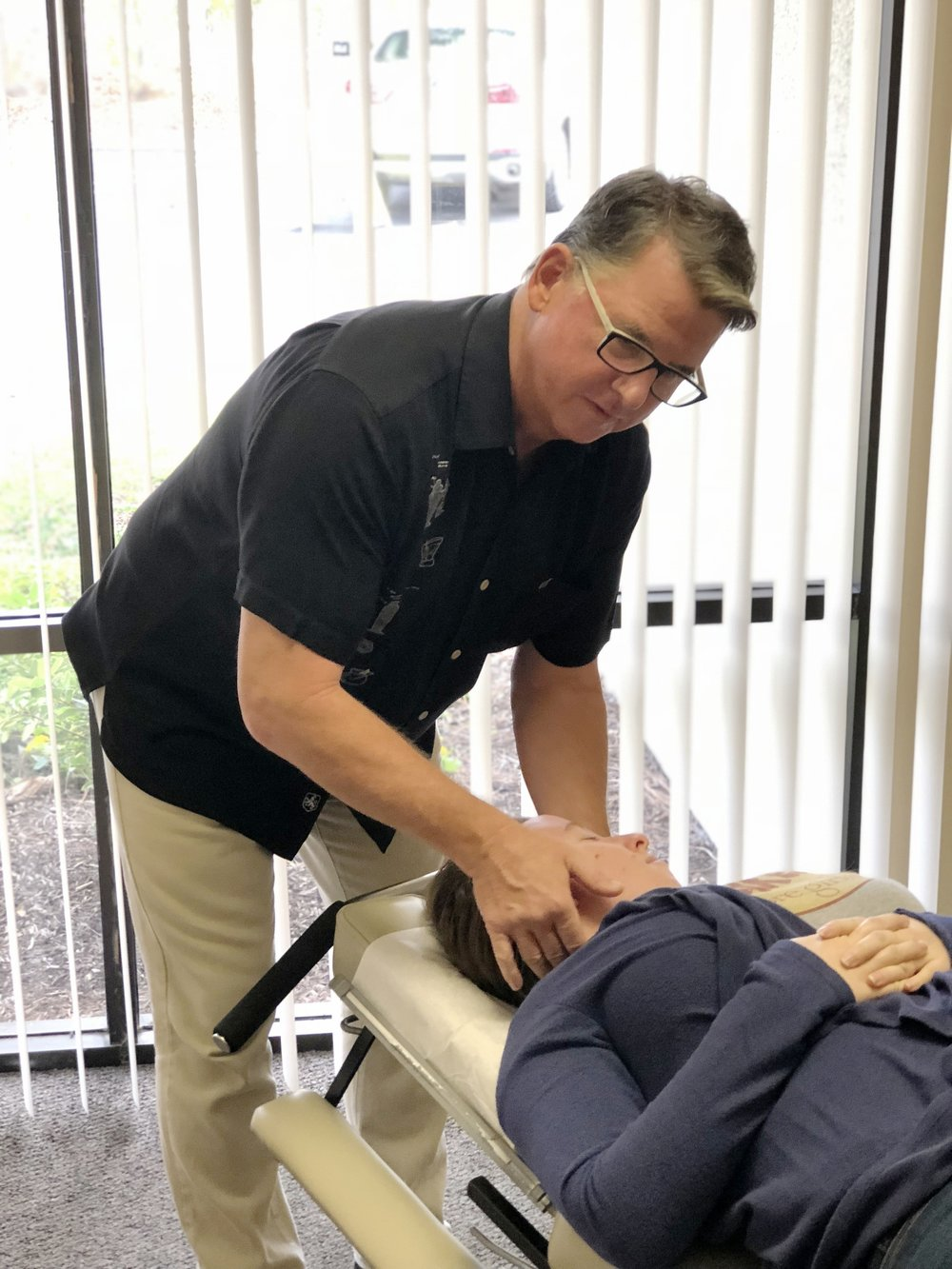 Let's get rid of pain. - Mission Hills Chiropractic is here to get people out of pain and feeling happy and healthy again through chiropractic adjustments, acupuncture, massage, sharing health tips and more.New with us? Book here and enjoy a complementary consultation! We also verify insurance for free too.