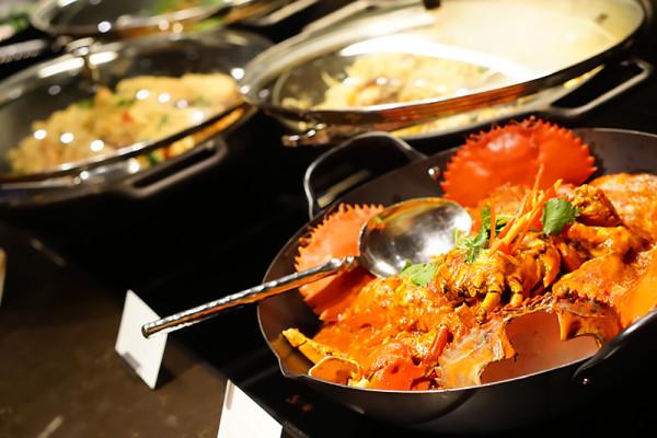 Colony at The Ritz-Carlton Millenia Singapore - Local Delights Chilli Crab