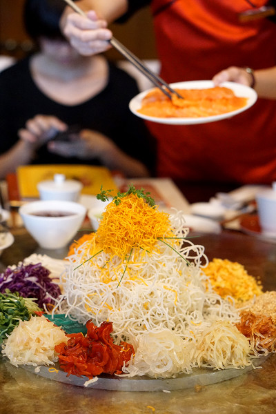 Chinese New Year 2016 - Cherry Garden Mandarin Oriental Singapore - Prosperity Yusheng in Action