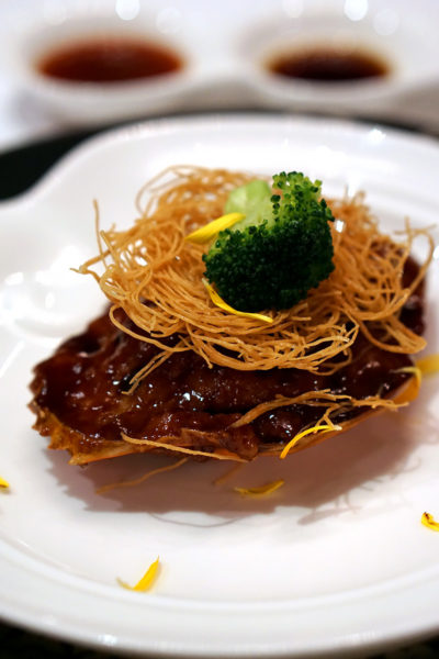 hairy-crabs-at-shang-palace-shangri-la-hotel-singapore-pan-fried-hairy-crab-meat-stuffed-shell-with-shrimp-paste-pork-2