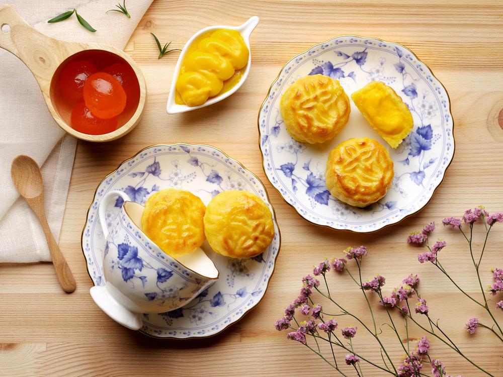Mid-Autumn-2017-at-Li-Bai-Cantonese-Restaurant-Sheraton-Towers-Singapore-Mini-Baked-Salted-Egg-Custard.jpg