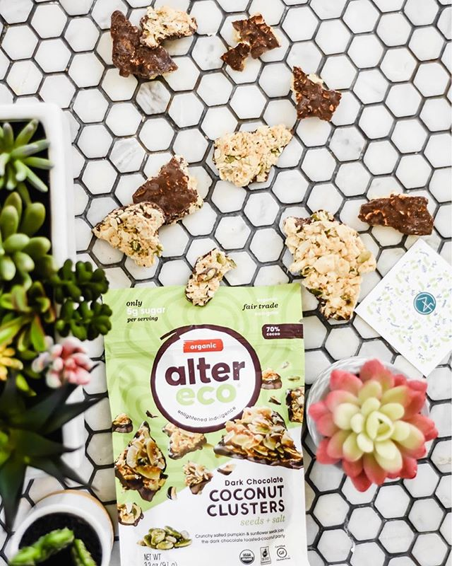 #giveaway • Here's a sneak peek into our December Box + we have an entire box of @alterecosf coconut clusters for you so you are all set with gluten free, vegan dessert this holiday season. • To enter, just like this post, follow @alterecosf + @americanglutenfree And, you can tag friends for extra entries. Every tag is an extra entry. For a bonus entry, share this photo (or one of this #giveaway from our story) to your story. For an extra entry, comment why you need some gf, vegan treats this holiday season. • Not endorsed by Instagram. Closes 12/19/18 at 7pm MST. • • • • • #glutenfreedessert #12daysofchristmas #12daysofgiveaways #stockingstuffers #paleodiet #paleogiveaway #top8free #kidsgifts #abmplantlady #abmlifeissweet #denverblogger #foodallergymom #ecofriendlygifts #flashesofdelight #ecofriendlyproducts #christmasgiveaway #plantbasedkids #kidfriendly #fairtradeproducts #glutenfreegiveaway #motherhoodinspired #motherhoodunited #glutenfreedairyfree #motherhoodthroughinstagram #top8free #peanutfree