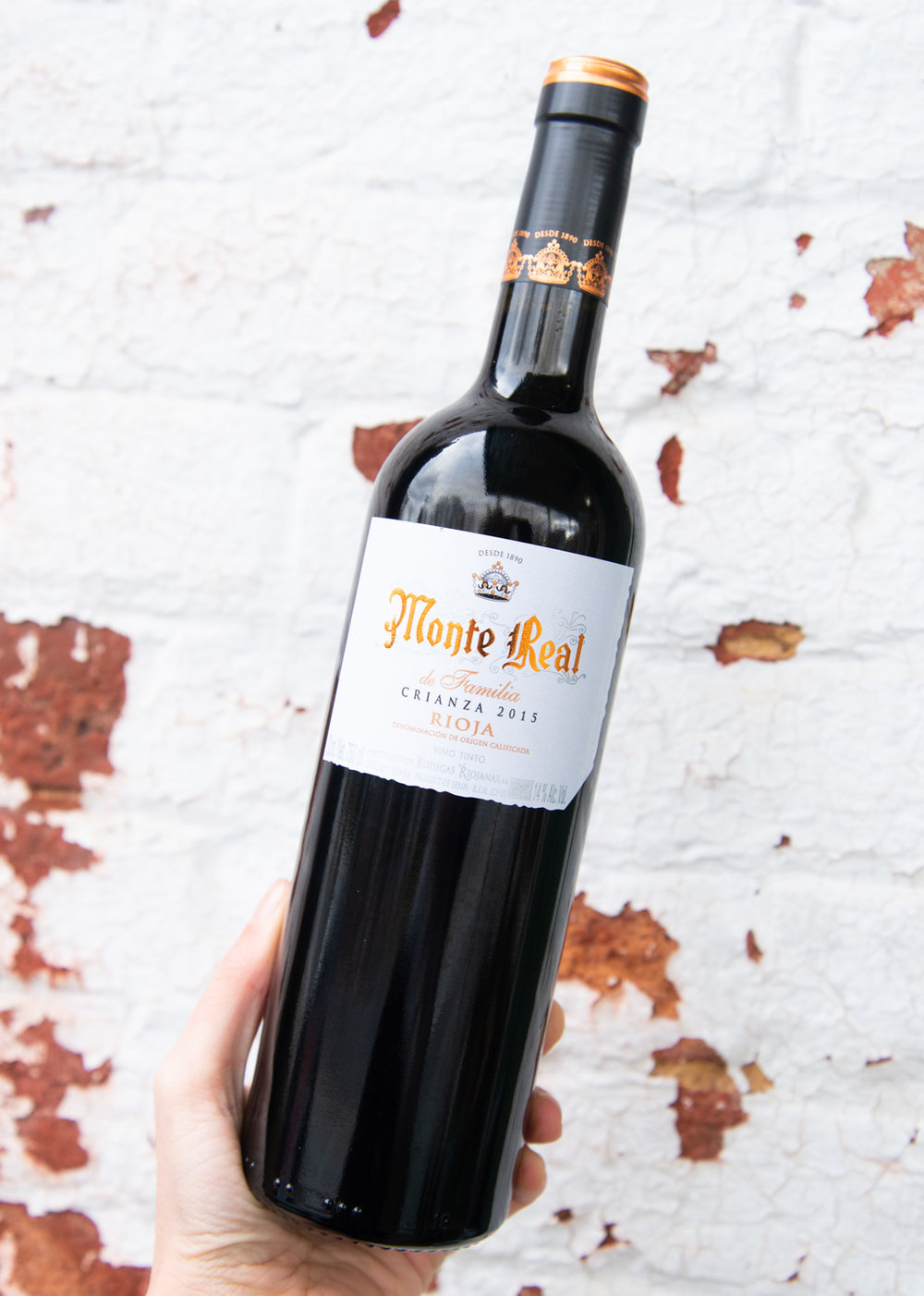 Bodegas Riojanas Monte Real de Familia Crianza 2015 - Retail: $16.95 | Sale $15.25Bodegas Riojanas was founded in 1890 through the union of the Artacho family, long winemaking tradition, and Rafael Carreras. In the glass, ripe aromas border on raisin and hoisin sauce, with savory, baked berry notes. This is decidedly plump and chunky on the palate, with a jammy mouthfeel. Blackberry, chocolate and peppery spice flavors finish oaky in a traditional Rioja way.100% Tempranillo