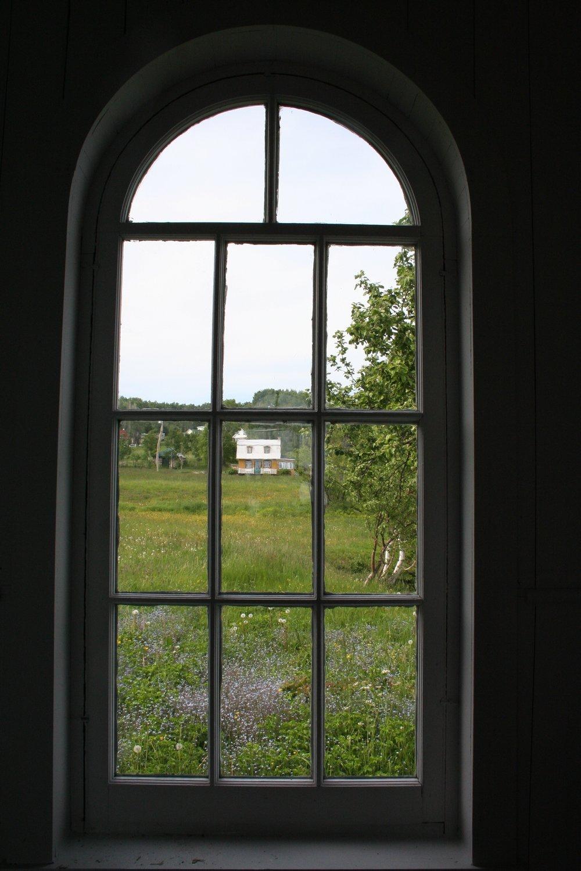 Photo prise de l'intérieur de la chapelle McLaren, chapelle évangélique presbytérienne construite en 1902 par John McLaren, Port-au-Persil, Gaétan Saint-Pierre, 2011