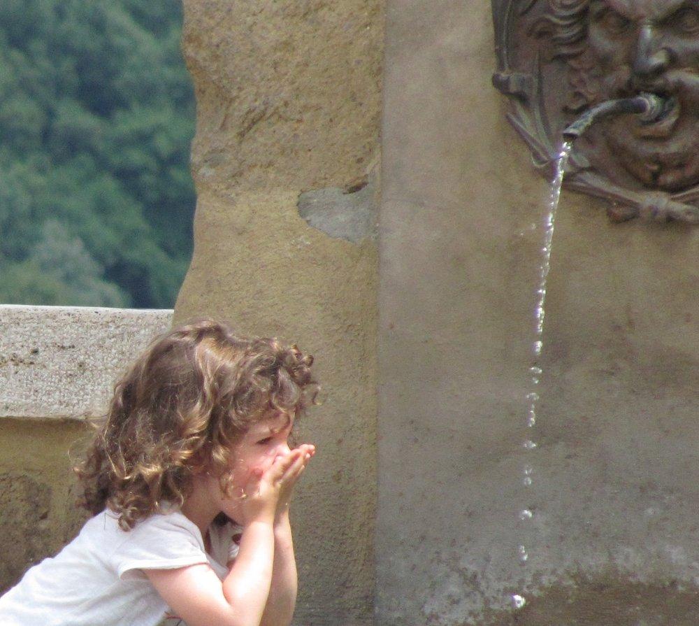 Adèle à la fontaine, Photo Louis Auger (2011)