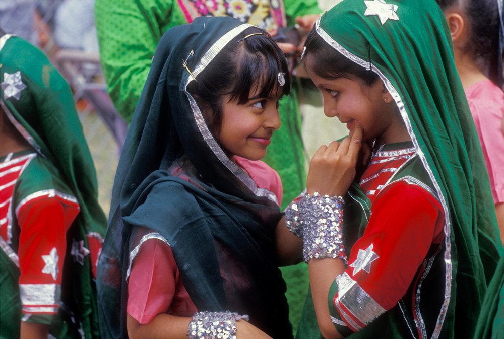 Rubin_Indian_dance_girls.jpg