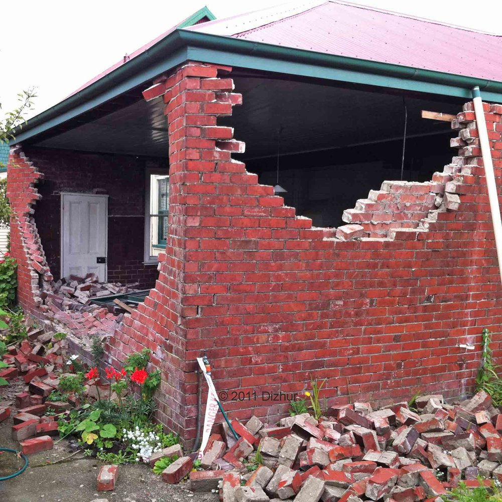 CONSTRUCTION DETAILS AND OBSERVED EARTHQUAKE PERFORMANCE OF UNREINFORCED CLAY BRICK MASONRY CAVITY-WALLS   Structures (2016), 6, 159–169  252 cavity-walls damaged during the 2010/2011 Canterbury earthquakes were used to study the most commonly-encountered construction details and to identify typical deficiencies in earthquake response to be addressed via appropriate retrofit interventions.